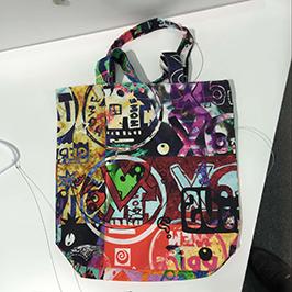 Exemple d'impressió de bossa no teixida per una impressora tèxtil digital A1 WER-EP6090T